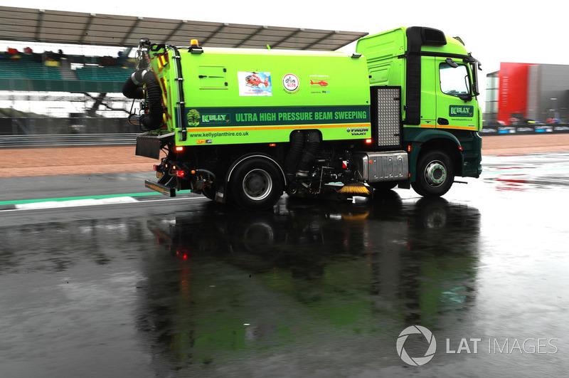 Secado de pista en Silverstone