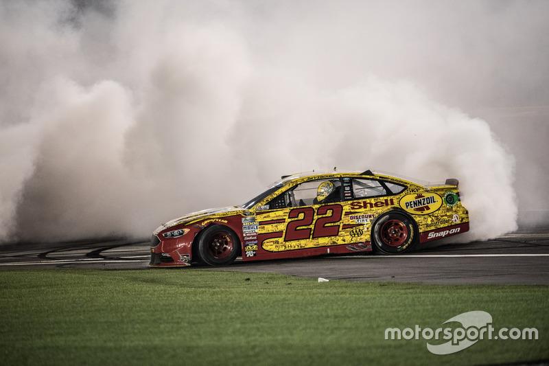 Sieger Joey Logano, Team Penske Ford