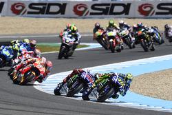 Валентино Росси, Yamaha Factory Racing лидирует на старте