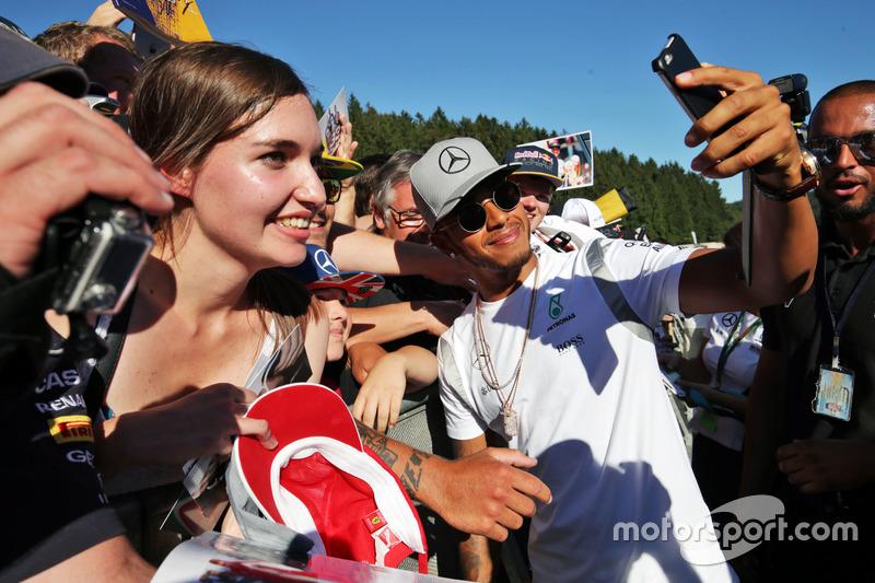 Lewis Hamilton, Mercedes AMG F1 con i tifosi