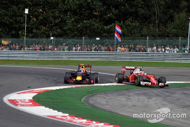 Max Verstappen, Red Bull Racing RB12 ve Kimi Raikkonen, Ferrari SF16-H, pozisyon mücadelesi