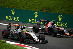 Серхио Перес, Sahara Force India F1 VJM09 и Карлос Сайнс мл., Scuderia Toro Rosso STR11