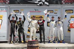Podium (ST): peringkat pertama Nick Galante, Spencer Pumpelly, RS1, peringkat kedua Jason Rabe, Devin Jones, Bodymotion Racing, peringkat ketiga Matthew Dicken, Corey Lewis, Strategic Wealth Racing
