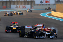 Pastor Maldonado, Williams Renault FW34 in gevecht met Fernando Alonso, Ferrari F2012 en Mark Webber, Red Bull Racing RB8