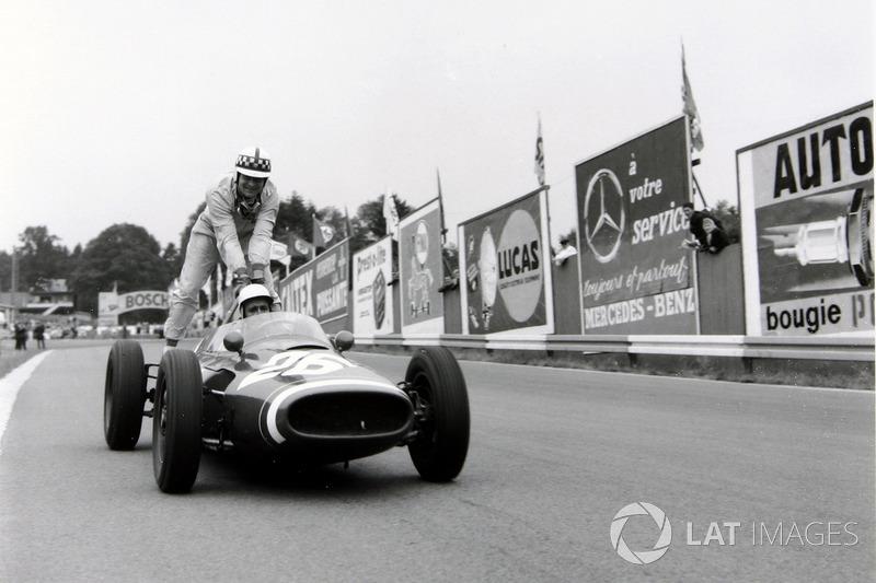 Spa 1961 : Maurice Trintignant (Cooper) - John Surtees (Cooper)