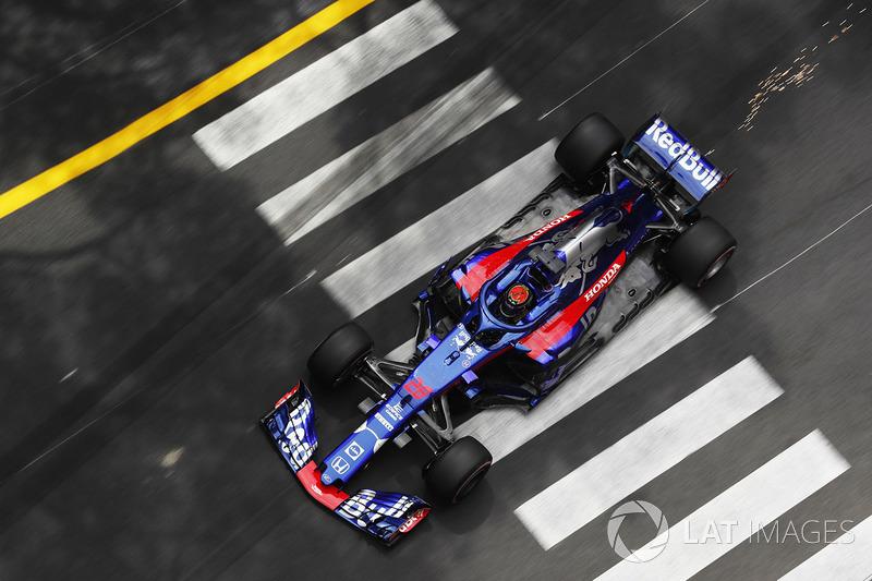 Brendon Hartley, Toro Rosso STR13, solleva scintille