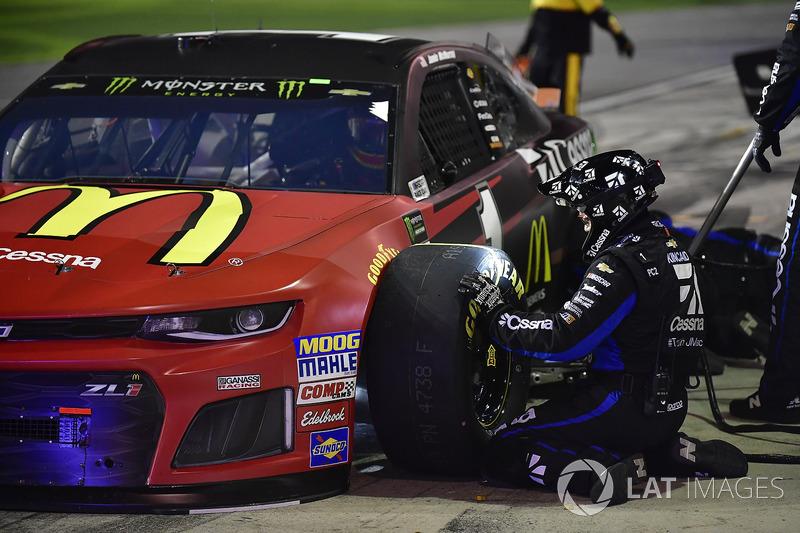 Jamie McMurray, Chip Ganassi Racing Chevrolet Camaro effettua un pit stop