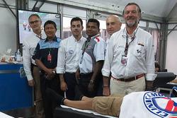 Doctores MotoGP Angel Charte y Xavier Mir médicos