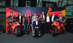 Bradley Smith, Red Bull KTM Factory Racing, Pol Espargaro, Red Bull KTM Factory Racing, Mika Kallio, Red Bull KTM Factory Racing, Pit Beirer, KTM Head of Motorsport, Hubert Trunkenpolz, Members of Board KTM, Mike Leitner, Team manager Red Bull KTM Factory Racing and the team