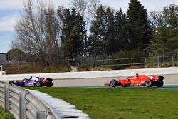 Brendon Hartley, Scuderia Toro Rosso STR13 en Kimi Raikkonen, Ferrari SF71H