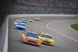 Ricky Stenhouse Jr., Roush Fenway Racing, Ford Fusion SunnyD, Michael McDowell, Front Row Motorsports, Ford Fusion Love's Travel Stops