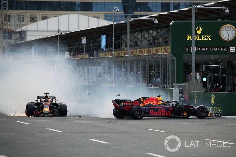 Max Verstappen, Red Bull Racing RB14 and Daniel Ricciardo, Red Bull Racing RB14 crash