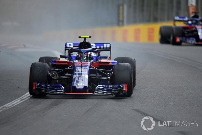 Pierre Gasly, Scuderia Toro Rosso STR13 terkunci