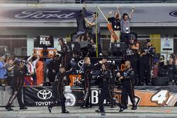 Kyle Busch Motorsports Toyota team celebra