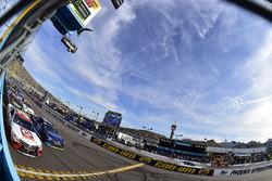 Matt Kenseth, Joe Gibbs Racing Toyota and Martin Truex Jr., Furniture Row Racing Toyota retake the green flag