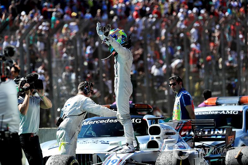 Felipe Massa, Williams FW40 celebrates his last Brazilian Grand Prix in parc ferme