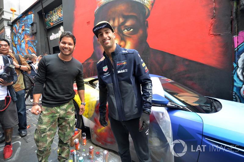 Гран Прі Австралії: вуличний художник Джуліан Клавіхо, Даніель Ріккардо, Red Bull Racing на фоні графіті