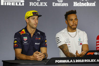 Daniel Ricciardo, Red Bull Racing, Lewis Hamilton, Mercedes AMG F1, y Sebastian Vettel, Ferrari en la conferencia de prensa