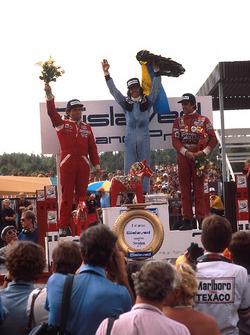 Podium : Le vainqueur Jacques Laffite, Ligier, en seconde place, Jochen Mass, McLaren, et en troisième place, Carlos Reutemann, Ferrari