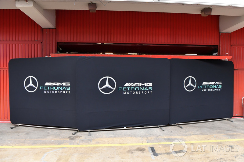 Mercedes AMG F1 garage screens