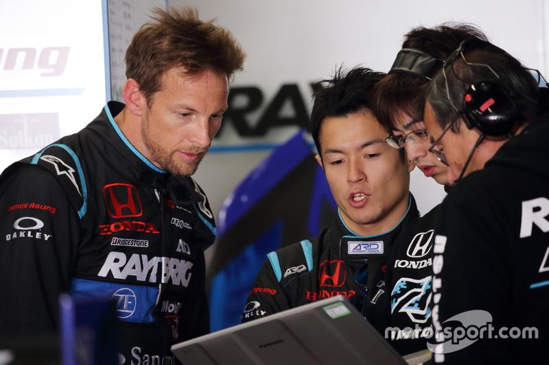 Jenson Button dan Naoki Yamamoto