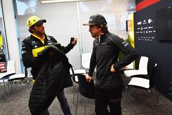 Carlos Sainz Jr., Renault Sport F1 Team et Fernando Alonso, McLaren