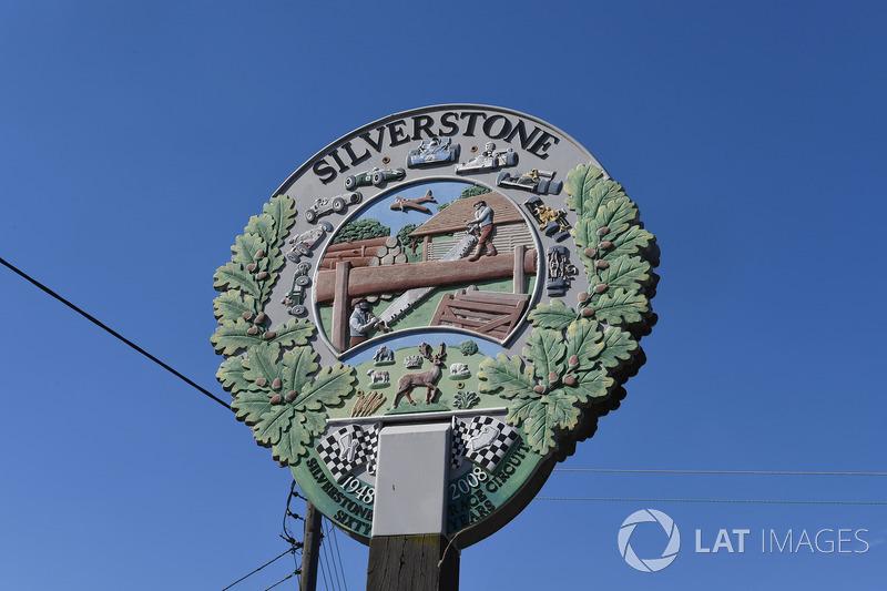 Le memorial de guerre de Silverstone