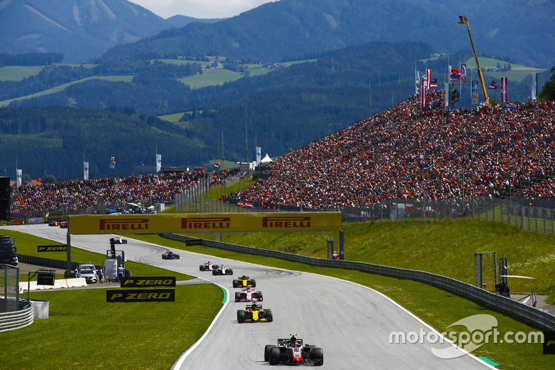 Kevin Magnussen, Haas F1 Team VF-18, Nico Hulkenberg, Renault Sport F1 Team R.S. 18,Esteban Ocon, Force India VJM11, Carlos Sainz Jr., Renault Sport F1 Team R.S. 18