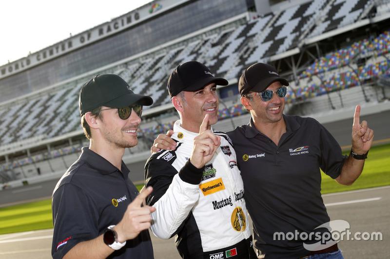 Pole position para #5 Action Express Racing Cadillac DPi: Joao Barbosa, Christian Fittipaldi, Filipe Albuquerque