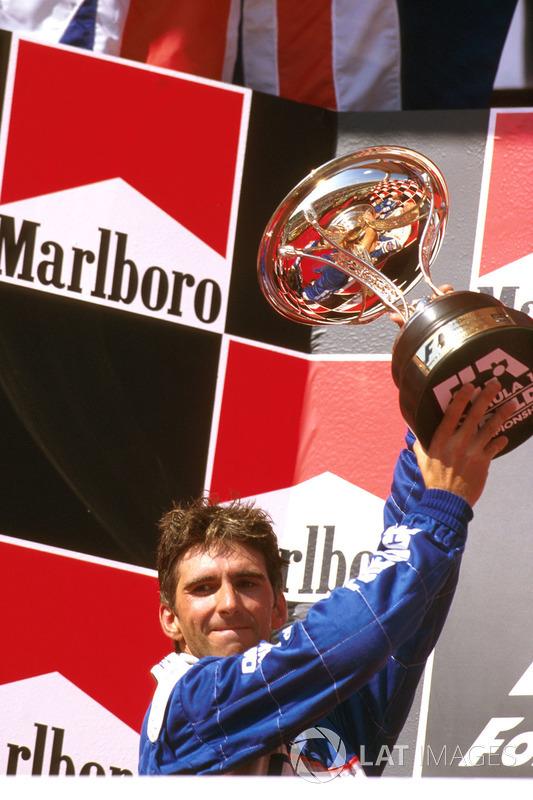 Podio: segundo lugar Damon Hill, Arrows