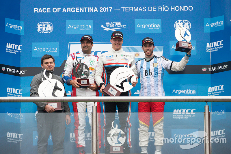 Podio: ganador Yann Ehrlacher, RC Motorsport, segundo lugar Esteban Guerrieri, Campos Racing, tercer