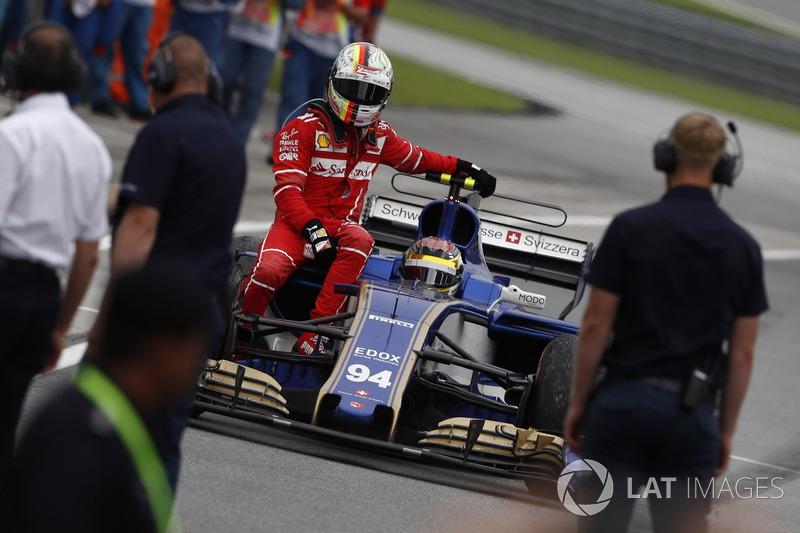 Sepang 2017 : Pascal Wehrlein (Sauber) ramène Sebastian Vettel (Ferrari)