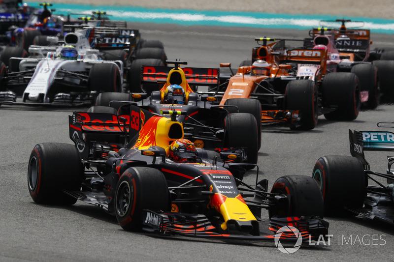 Max Verstappen, Red Bull Racing RB13, Daniel Ricciardo, Red Bull Racing RB13, Stoffel Vandoorne, McLaren MCL32, Sergio Perez, Sahara Force India F1 VJM10, Felipe Massa, Williams FW40 at the start