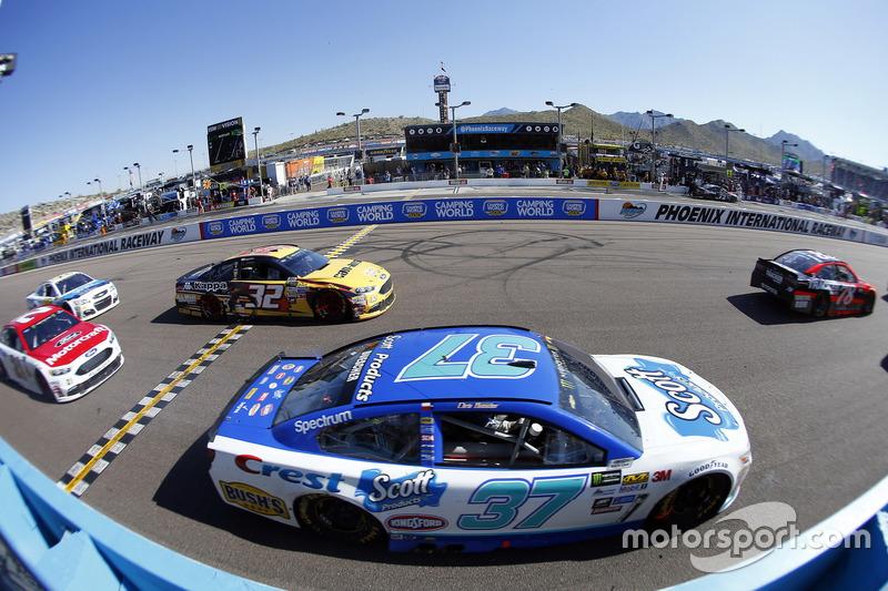 Chris Buescher, JTG Daugherty Racing, Chevrolet; Matt DiBenedetto, Go Fas Racing, Ford