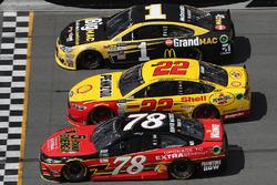 Martin Truex Jr., Furniture Row Racing Toyota, Joey Logano, Team Penske Ford, Jamie McMurray, Chip Ganassi Racing Chevrolet