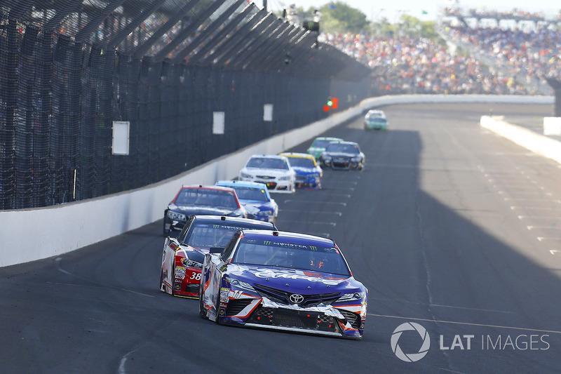 Denny Hamlin, Joe Gibbs Racing Toyota, David Ragan, Front Row Motorsports Ford
