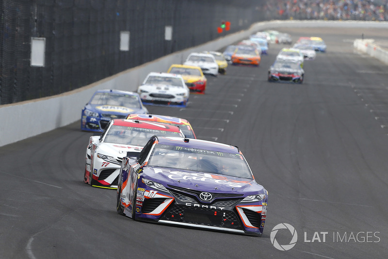 Denny Hamlin, Joe Gibbs Racing Toyota, Erik Jones, Furniture Row Racing Toyota