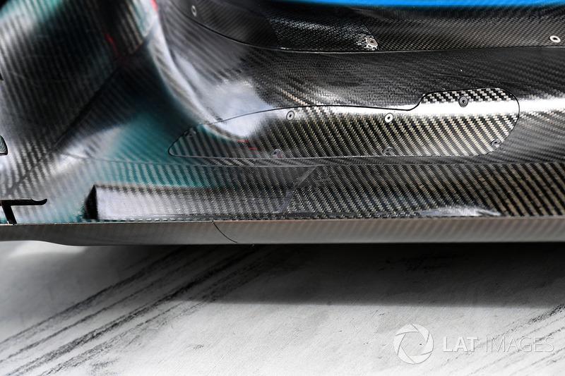 Днище Mercedes-Benz F1 W08 Hybrid