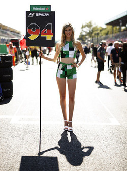 Grid Girl for Pascal Wehrlein, Sauber