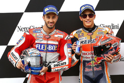 Le deuxième Andrea Dovizioso, Ducati Team, le poleman Marc Marquez, Repsol Honda Team