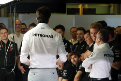 Toto Wolff, Mercedes AMG F1 Shareholder and Executive Director; Nico Rosberg, Mercedes AMG F1; and Paddy Lowe, Mercedes AMG F1 Executive Director (Technical), at a team meeting