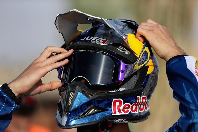 Daniel Ricciardo, Red Bull Racing se prepara para montar una motocicleta