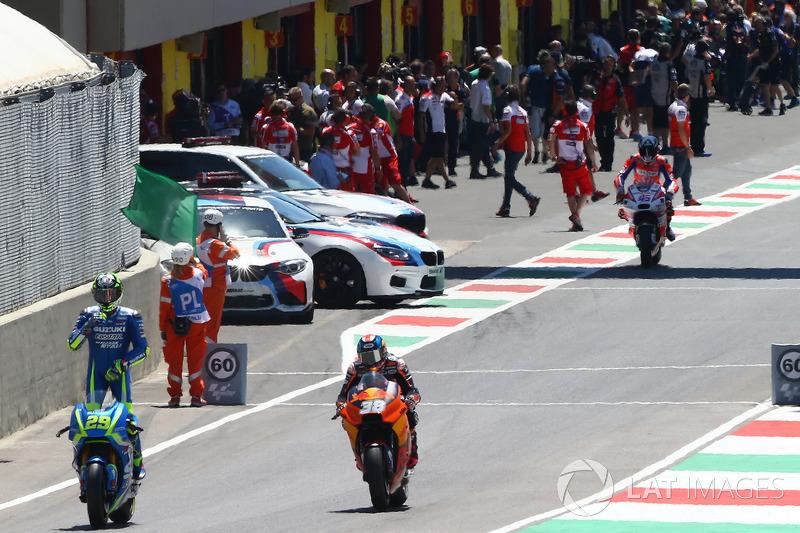 Andrea Iannone, Team Suzuki MotoGP; Bradley Smith, Red Bull KTM Factory Racing