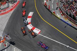 Кими Райкконен и Себастьян Феттель, Ferrari SF70H, Валттери Боттас, Mercedes AMG F1 W08, Макс Ферстаппен и Даниэль Риккардо, Red Bull Racing RB13, Карлос Сайнс-мл., Scuderia Toro Rosso STR12