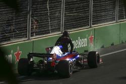 Daniil Kvyat, Scuderia Toro Rosso STR12, retires, technical issues