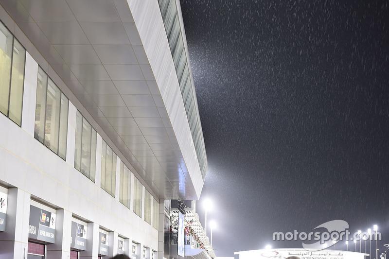 Дождь перед стартом гонки