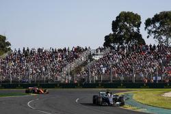 Lewis Hamilton, Mercedes AMG F1 W08; Fernando Alonso, McLaren MCL32