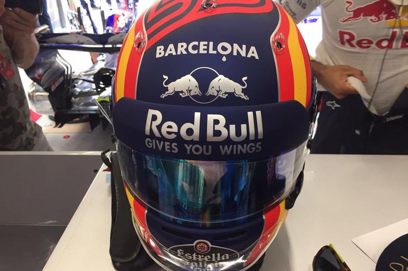 Карлос Сайнс мол., Scuderia Toro Rosso, шолом на честь жертв теракту в Барселоні