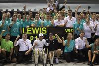 Yarış galibi Lewis Hamilton, Mercedes AMG F1, 3. Valtteri Bottas, Mercedes AMG F1