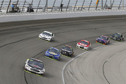 Kevin Harvick, Stewart-Haas Racing Ford, Chase Elliott, Hendrick Motorsports Chevrolet